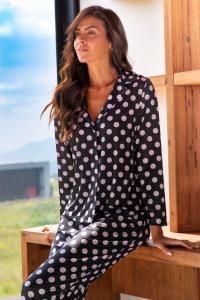 Pijama estampado de poa.