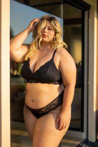 lingerie plus size em renda preta