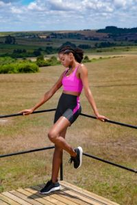 bermuda legging preta com faixa rosa