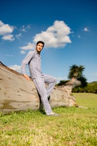 Pijama longo listrado masculino