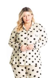 pijama plus size abotoado.